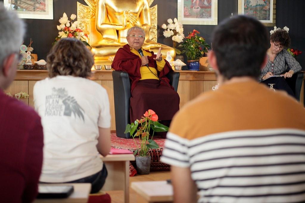 Premier forum bouddhisme et vie professionnelle