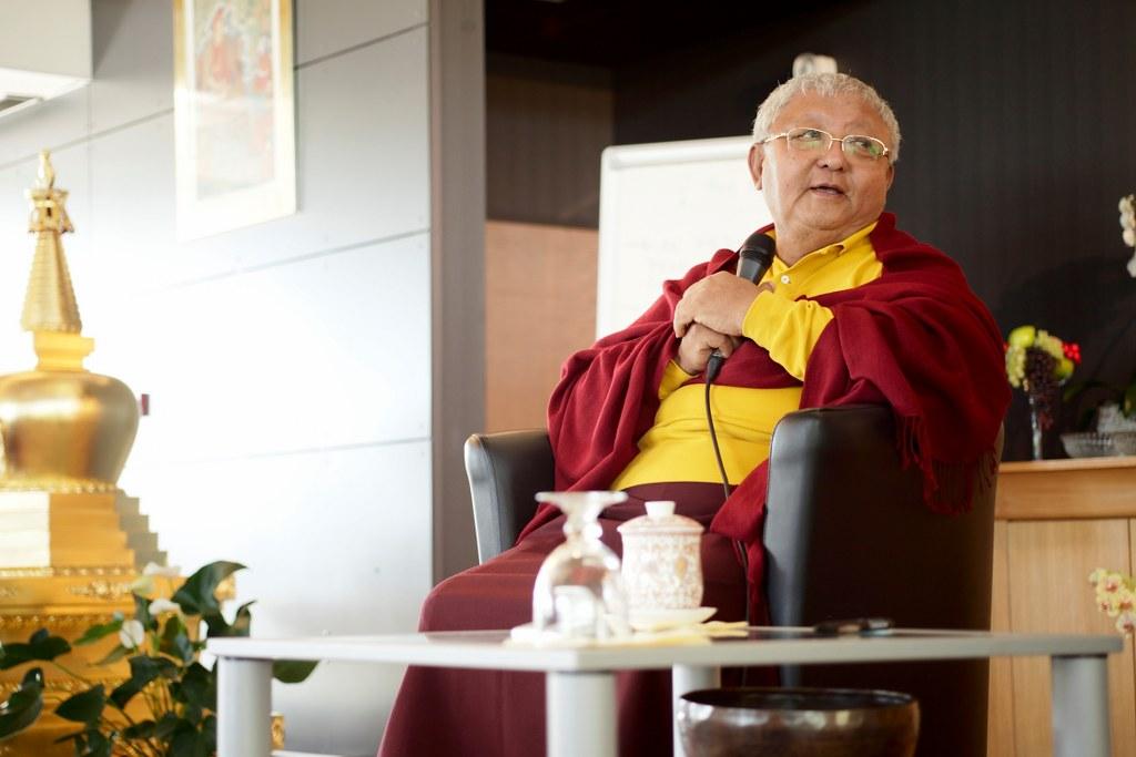 Primer foro budismo y vida profesional